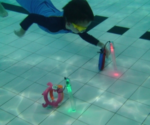 Underwater skills - Child collecting object from bottom